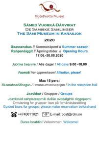 Plakat om museets åpningstider.